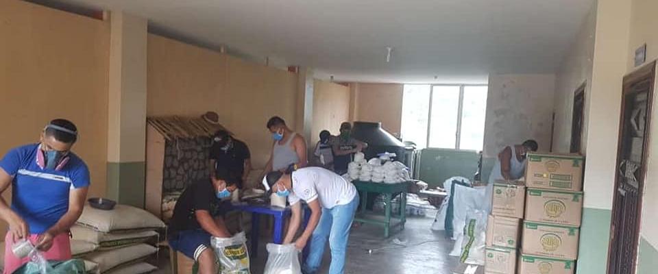 300 KITS DE ALIMENTOS ENTREGADO A LAS PERSONAS DE ESCASOS RECURSOS Y QUE HAN SIDO AFECTADOS POR LA EMERGENCIA SANITARIA
